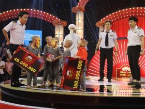HOT: Lần đầu tiên trong lịch sử Thách thức danh hài, 5 chú tiểu giành giải 200 triệu đồng