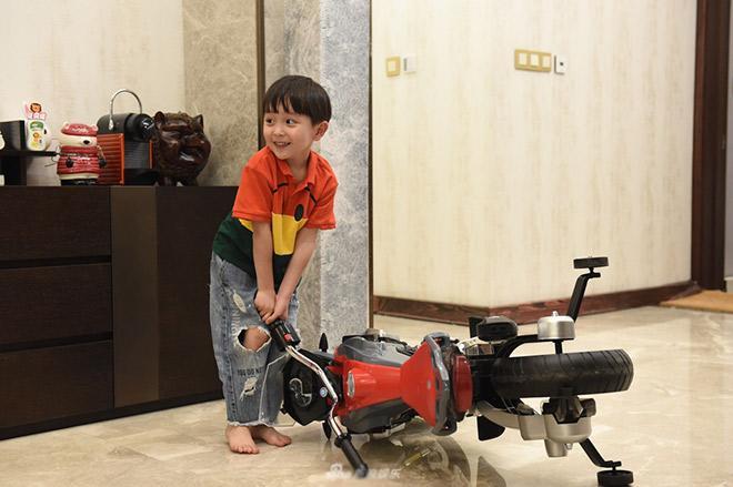 """sua cach day de khong bien con thanh dua tre thich do loi: """"tai cai xe nen con moi nga"""" - 2"""