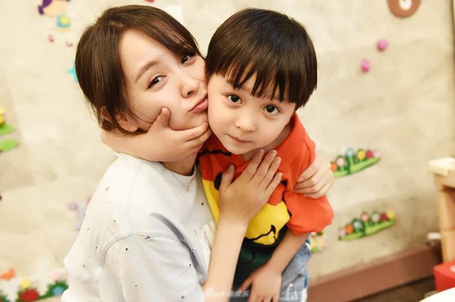 """sua cach day de khong bien con thanh dua tre thich do loi: """"tai cai xe nen con moi nga"""" - 3"""