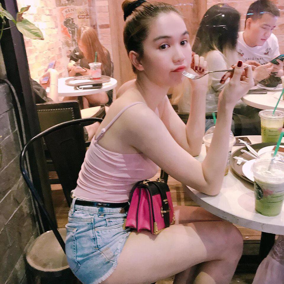 bi quyet de mac ao thun kin dao van sexy nhu ngoc trinh - 9
