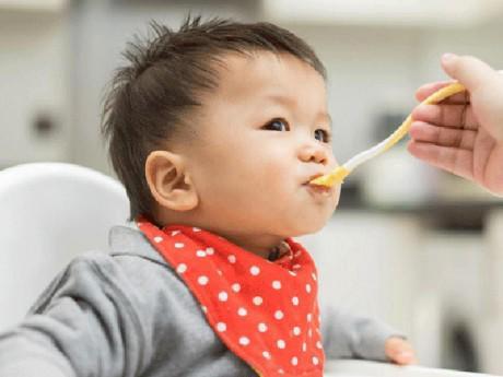 Trẻ 6 tháng tuổi nên ăn gì để phát triển tốt?