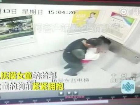 Xin mẹ xuống nhà mua nước ngọt, bé Trung Quốc bị dâm ô ngay trong thang máy