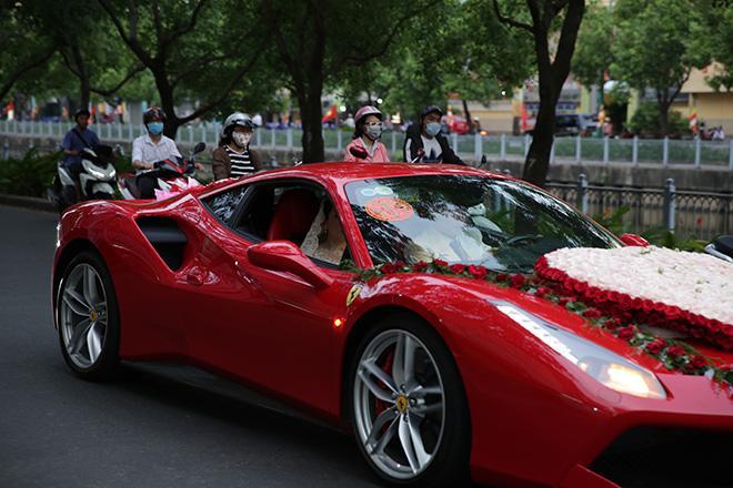 Ca sĩ Tuấn Hưng cho bạn thân Lâm Vũ mượn siêu xe 15 tỷ để rước dâu