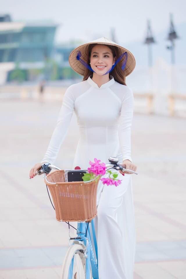 """""""co giao""""pham huong khoe dep nhu giot suong mai voi ta ao dai trang - 1"""