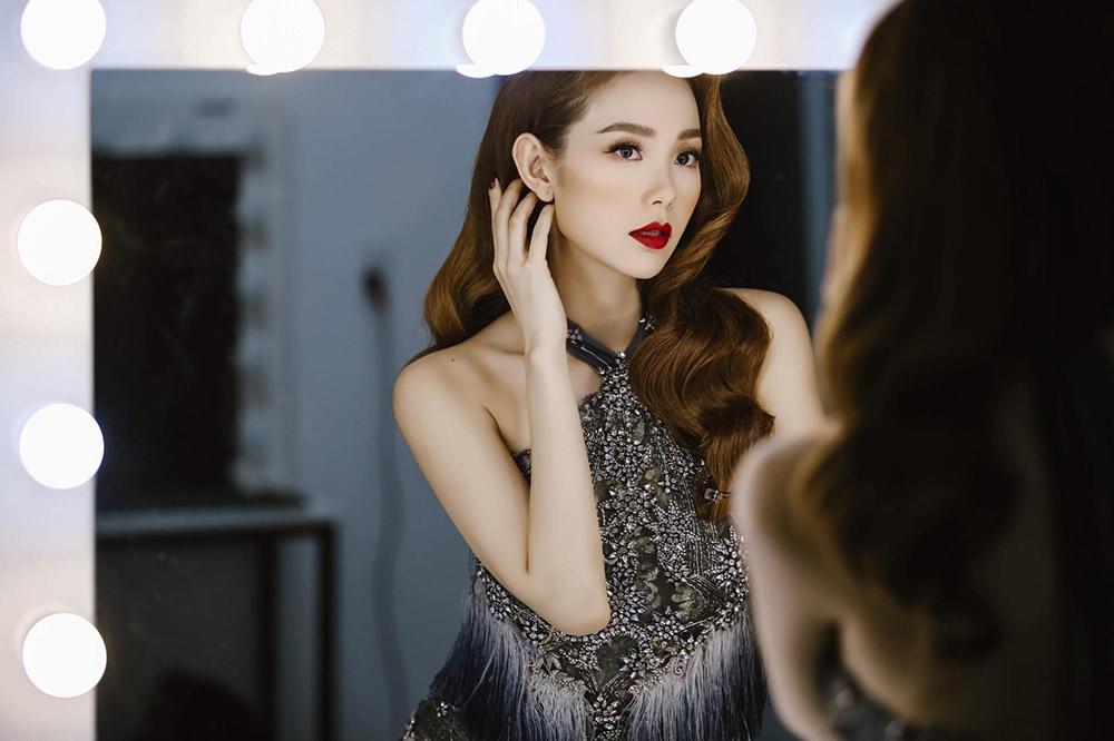 hot: minh hang chinh thuc ngoi ghe nong the face 2018 - 4