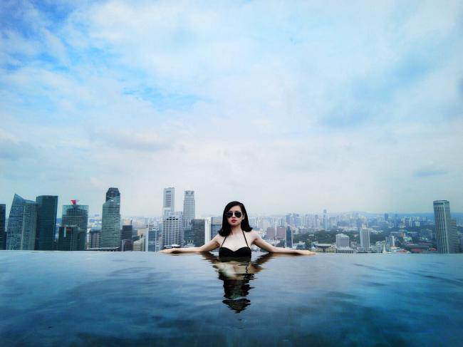 cuoc song xa hoa cua nhung hot girl bo showbiz lay chong dai gia - 2