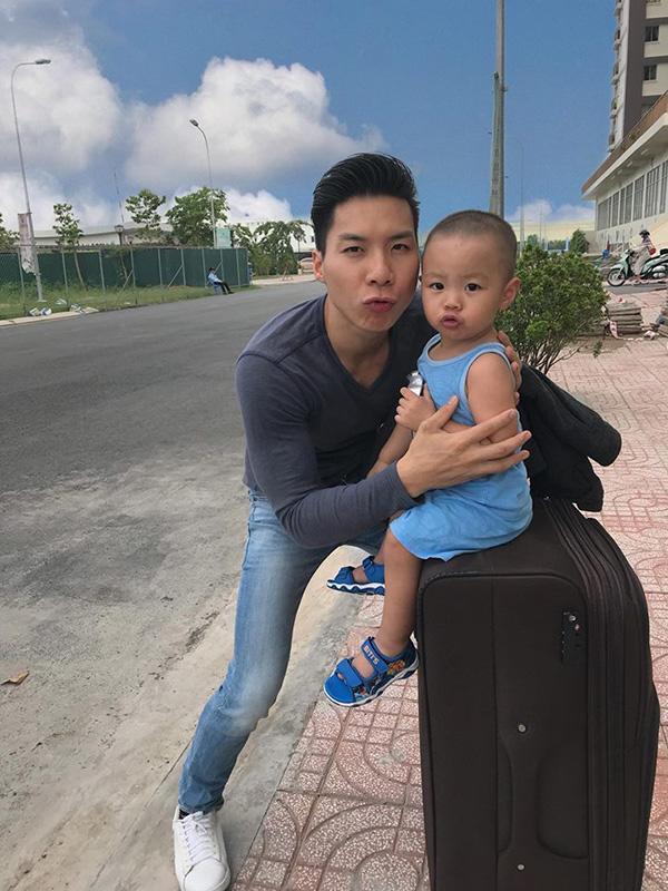 """dung manh tren san khau, ngoai doi quoc co quoc nghiep lai la 2 ong bo """"dam duoi vi con"""" - 13"""