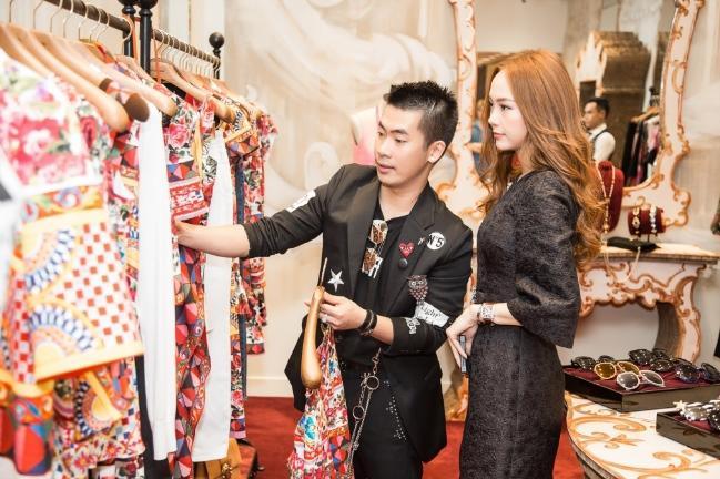 len tieng to hlv minh hang, chang stylist bi khan gia chi trich khong ngung - 2