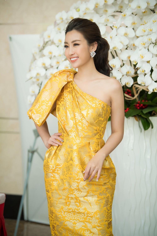 "chiec vay ""rong vang"" giup do my linh toa sang tai so khao hoa hau viet nam 2018 - 4"
