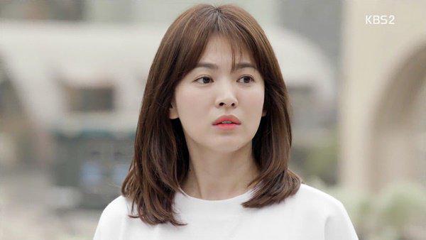 giua tin don dong hau due mat troi, nha phuong cat toc giong het song hye kyo - 4