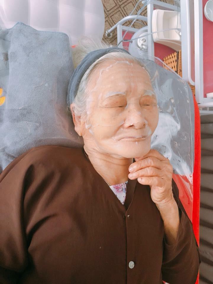 """hai cu ba 90 tuoi van """"sanh dieu"""" di spa, thuong xuyen dap mat dua leo lam dep! - 3"""