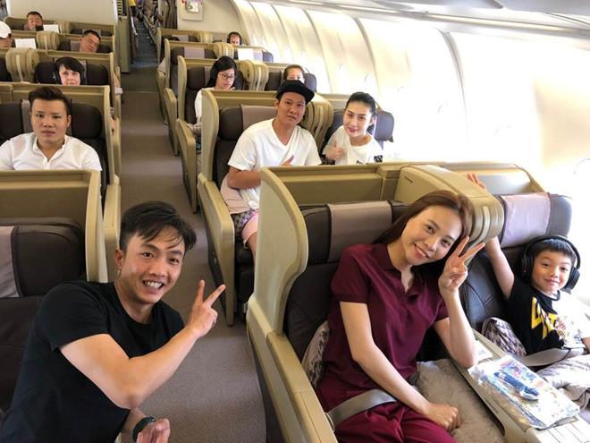 Sao Việt 24h: Subeo vừa trở về từ Maldives cùng bố, lại được mẹ Hồ Ngọc Hà đón sang Mỹ - 1