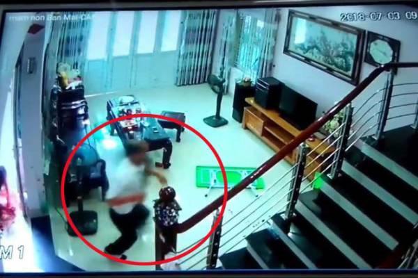 Tin tức 24h: Hình ảnh kinh hoàng từ camera vụ trưởng phòng y tế chém 3 người rồi tự sát - 1