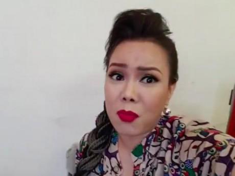 """Bức xúc vì để ê-kíp gần 100 người phải chờ 2 tiếng, Việt Hương livestream """"chửi"""" đàn em"""