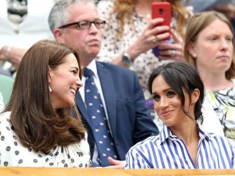 """""""Bỏ rơi"""" chồng, trốn các con, Công nương Anh tươi rói đi xem quần vợt cùng em dâu"""