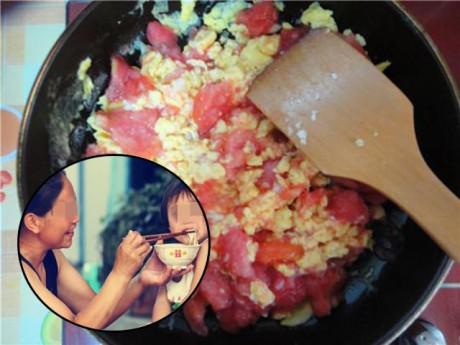 Đứa bé 5 tuổi ăn trứng bác cà chua bà làm, sau đó bỗng đột nhiên hôn mê tại chỗ