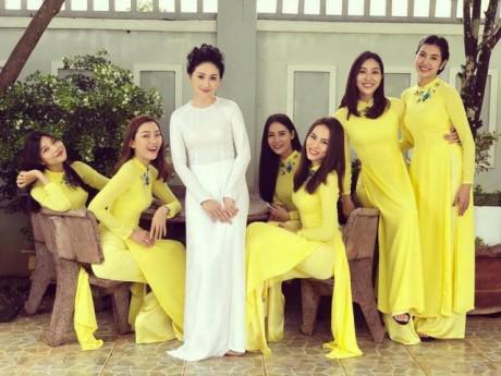 Ngắm đội hình bê tráp xinh đẹp miễn chê trong đám cưới của Top 6 Hoa khôi Áo dài 2014
