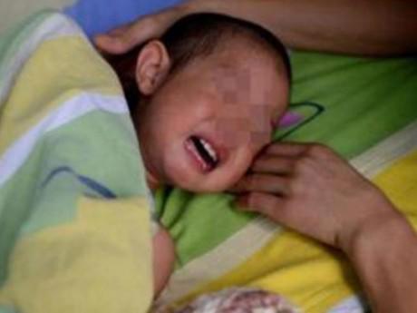 Bé 1 tuổi ruột có cặn xà phòng vì cách trị bệnh cổ hủ của bà ngoại