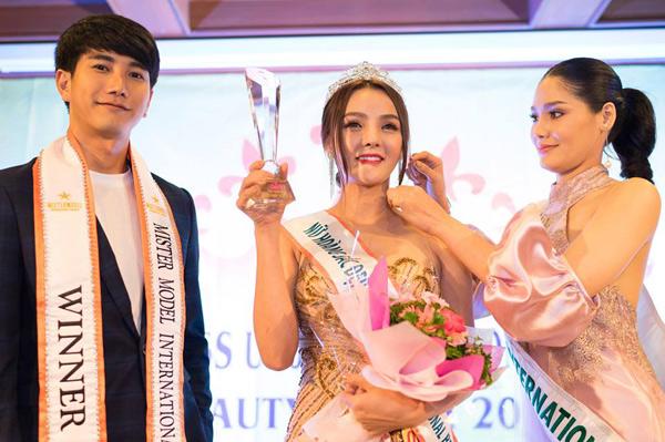 Hoa hậu Trái đất Thái Lan trao vương miện cho Tân Nữ hoàng sắc đẹp châu Á Vi Nhạn Ngọc - 4