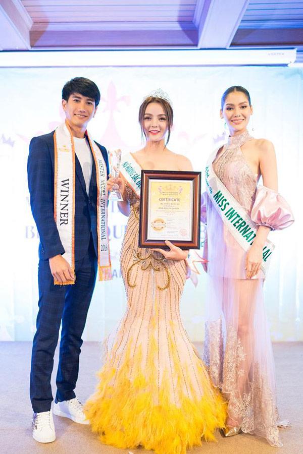 Hoa hậu Trái đất Thái Lan trao vương miện cho Tân Nữ hoàng sắc đẹp châu Á Vi Nhạn Ngọc - 6