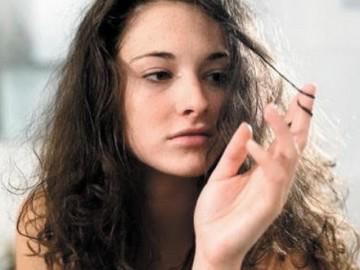 Nếu tóc bạn bị rụng nhiều và xơ yếu, có thể mái tóc đang bị