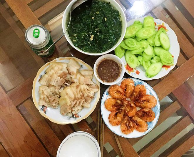 9x khoe com 2 nguoi bua nao cung phai 4 mon khien chong an sach khong con gi - 1