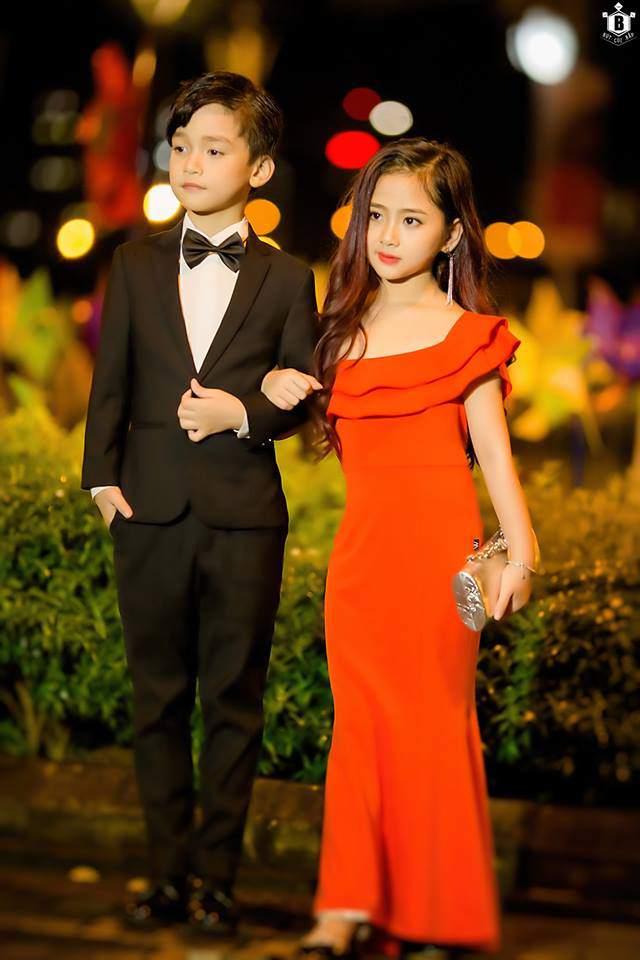 "cap doi thu ky kim phien ban nhi khien dan mang ""dien dao"" vi yeu hon ban goc - 11"