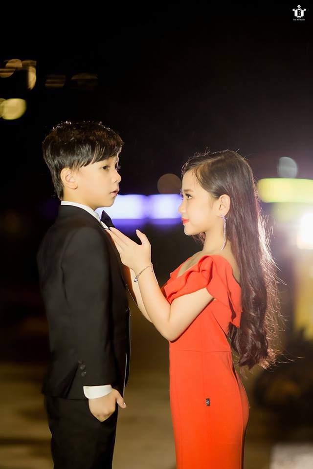 "cap doi thu ky kim phien ban nhi khien dan mang ""dien dao"" vi yeu hon ban goc - 12"