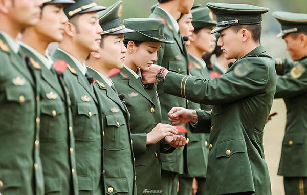 "khong phai song joong ki, co mot soai ca quan nhan ""bang xuong bang thit"" ngoai doi thuc - 5"