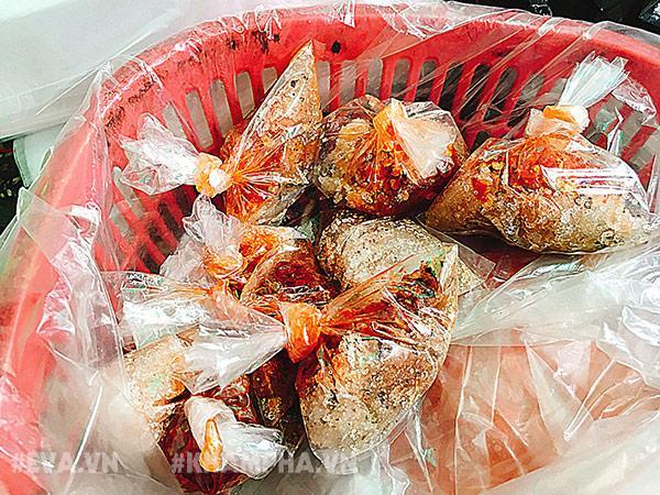 """choang vang canh chen lan gianh giat mua """"mam cua di ba"""" o sai gon, 10 phut ban 30kg - 5"""