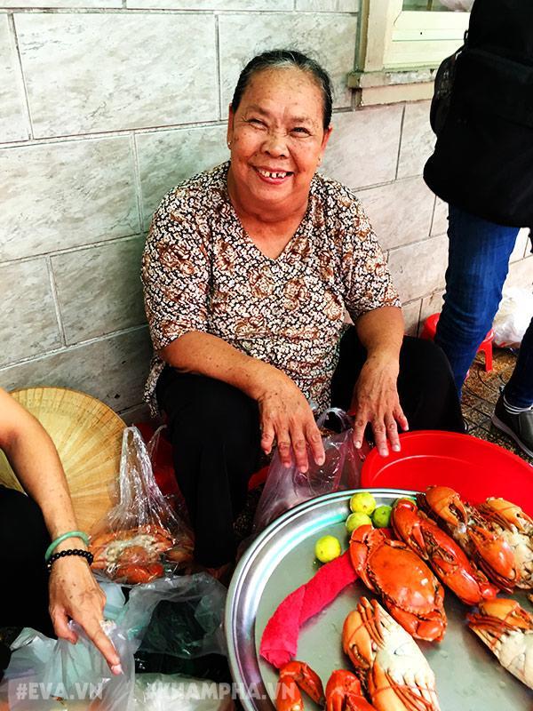 """choang vang canh chen lan gianh giat mua """"mam cua di ba"""" o sai gon, 10 phut ban 30kg - 13"""