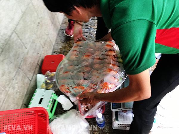 """choang vang canh chen lan gianh giat mua """"mam cua di ba"""" o sai gon, 10 phut ban 30kg - 3"""