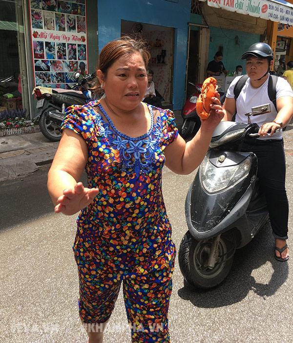 """choang vang canh chen lan gianh giat mua """"mam cua di ba"""" o sai gon, 10 phut ban 30kg - 9"""