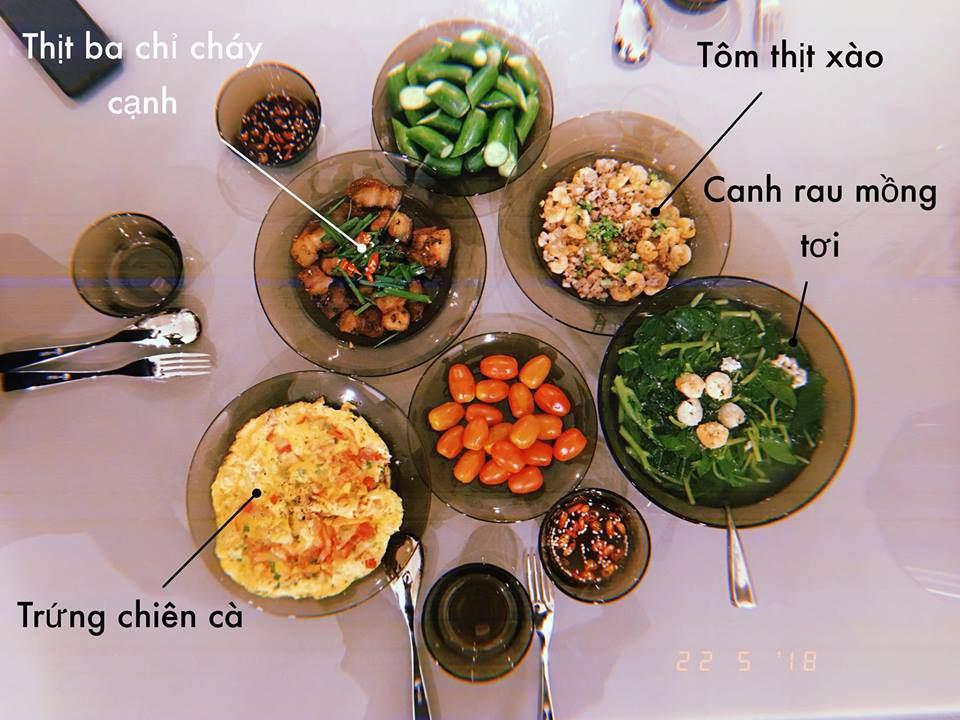 Tuan John yeu Thuy Van 3 nam khong cau hon, gap Lan Khue 1 nam cuoi vi mam com nay?