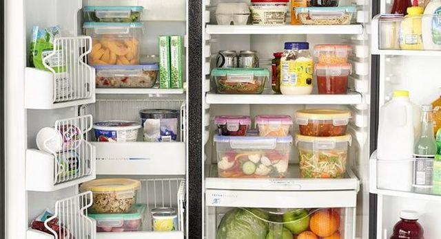 Các loại thực phẩm để trong tủ lạnh cần có hộp riêng, và có khoảng trống giữ các loại thực phẩm.
