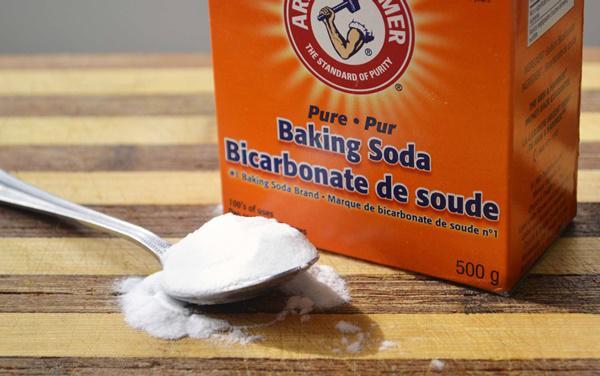 làm sạch bếp gas bằng bột baking soda