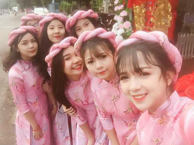 "choang voi dan phu dau ha noi ""dep nhat nam"", co dau mat hut giua dan my nu - 3"